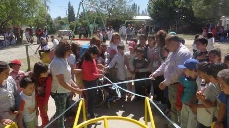 Por el Día de los Derechos del Niño inauguraron una plaza con juegos integradores