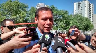 Gutiérrez emitió su voto en la escuela 2.