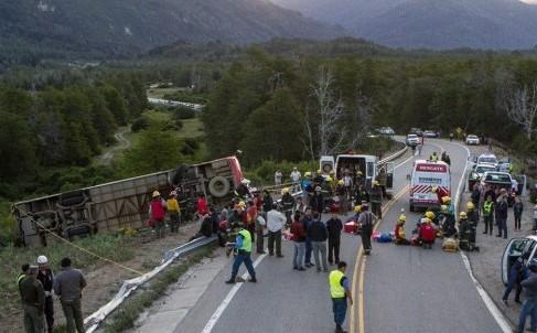 Algunos heridos serán derivados a Neuquén por su gravedad. Fotos: Federico Soto.