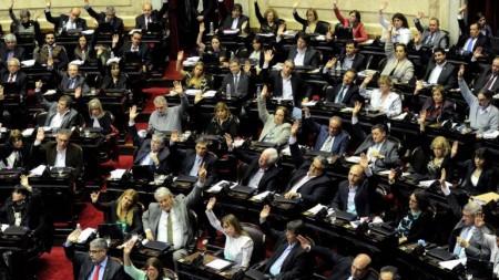 La votación fue 130 votos a favor, 99 encontra y dos abstenciones.