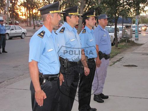 La policía incorporó cuatro buzos de rescate