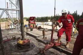 """El """"light sweet crude"""" (WTI) para entrega en enero cerró a 59,95 dólares, algo sin precedentes desde julio de 2009."""