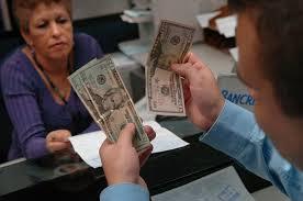 La divisa retrocedió más de un 8% y con esta caída, recorta el avance anual a un 27,9 por ciento.