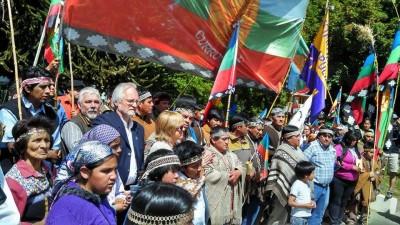 Incidentes en el acto de izamiento de la bandera mapuche en San Martín de los Andes