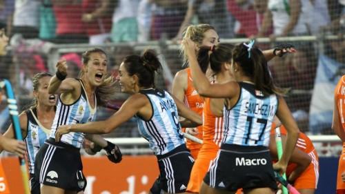 Juegan una electrizante final ante Australia.