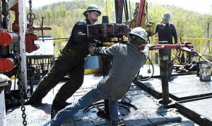 Petroleros cobrarán un bono de 24 mil pesos en cuatro cuotas