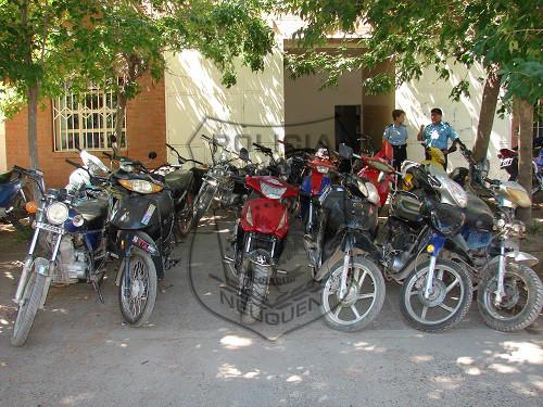 La policía incautó 23 motos, un auto y una camioneta, en lo que va de diciembre