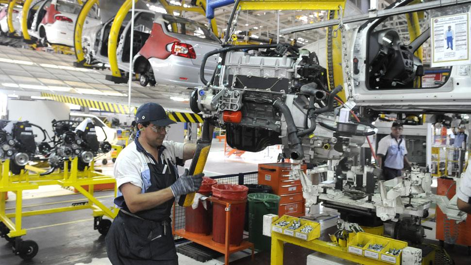 ¿En Argentina y Brasil empresas y trabajadores contribuyen igual?