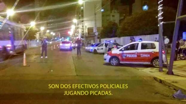 dos policias corren picadas
