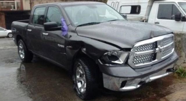Foto: Así quedó la camioneta del cantante luego del choque múltiple.-