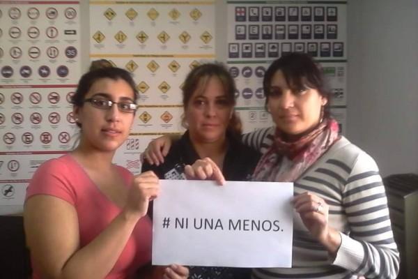 Foto: Lorena Díaz junto a sus compañeras de trabajo, participando de la campaña