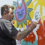 Milo Lockett dejó la huella de su arte en un mural de la Delegación Progreso