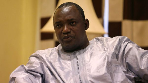 Adama Barrow, presidente electo de Gambia. Debió asumir en la embajada de su país en Senegal. Aún no regresó