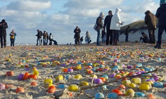 sorpresa-invaden-huevos-kinder-playa-alemana-1134c8a0ae9fd61ec851baa4c0c5f572