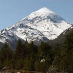 Elevan a Alerta Amarilla por actividad del Volcán Lanín