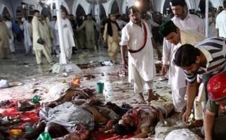 Terrorismo. Al menos 72 personas fallecieron y 150 más resultaron heridas en un atentado suicida perpetrado en un concurrido santuario islámico.
