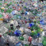 Familias de las 99 viviendas entregaron 2 mil botellas de plástico para reciclar en el Complejo Ambiental