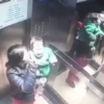 Arrestan a una niñera por golpear brutalmente a un bebe en un ascensor