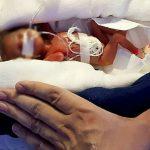 Nace uno de los bebés más pequeños del mundo