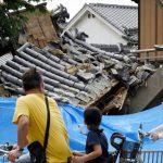 Video: Un terremoto en Japón dejó muertos, más de 300 heridos y graves destrozos