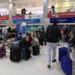 La nieve interrumpe las operaciones en el aeropuerto y la terminal de ómnibus