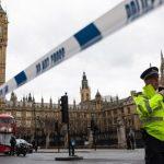 Alerta en Londres luego de que un hombre estrellara un auto contra el Parlamento