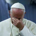 """El papa Francisco admitió que la Iglesia """"ignoró"""" los abusos sexuales a niños"""