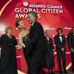 Mauricio Macri sacó a bailar a la anfitriona del Global Citizen Award