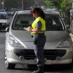 Estacionó mal y le pegó a una inspectora de tránsito porque le hizo una multa