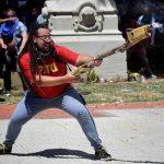 Insólito: el prófugo del mortero y pidió una huelga para «tirar abajo» al presidente de Chile