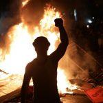 Estados Unidos en llamas: Trump se refugió en su búnker mientras el caos se apodera de las calles