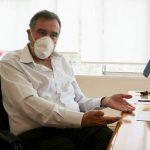 Bertoldi estuvo 16 horas dentro de su despacho por un conflicto con los municipales