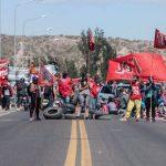 Continúa el acampe de las organizaciones sociales en los puentes carreteros