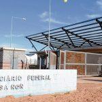 Policías vinculados al narcotráfico quedaron detenidos en el penal de Senillosa