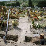 Un funeral causó un brote de coronavirus y murieron 16 miembros de la familia