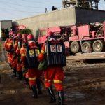 «No dejen de tratar de encontrarnos»: la desesperada situación de 12 mineros atrapados en una mina de oro en China