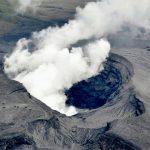Japón: un volcán entró en erupción y piden que las personas se alejen
